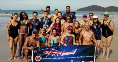 Atibaia garante pódios em provas de natação em mar aberto na cidade de Ubatuba