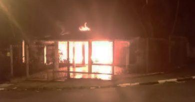 Idoso morre após casa pegar fogo em Atibaia