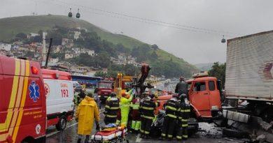 Universitários mortos em acidente na Dutra são velados em Atibaia e São José dos Campos
