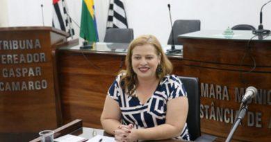 Professora de Atibaia propõe atividades para crianças e adultos