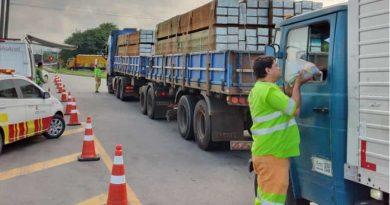 Caminhoneiros começam a receber 140 mil kits de alimentação