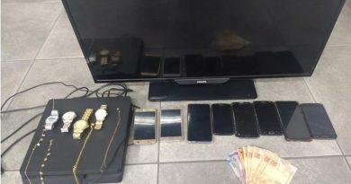 Três criminosos assaltam casa e fazem família refém no bairro Alvinópolis