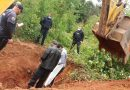 Cinco corpos são retirados de cemitério clandestino descoberto em Jarinu