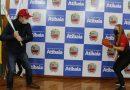 Prefeito Emil Ono recebe visita de atleta revelação do softbol brasileiro